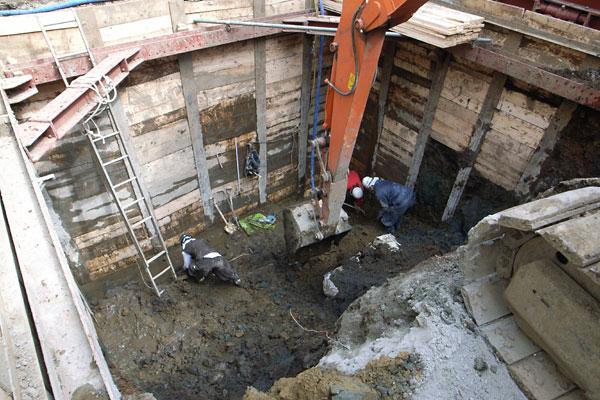 狭小敷地の掘削工事